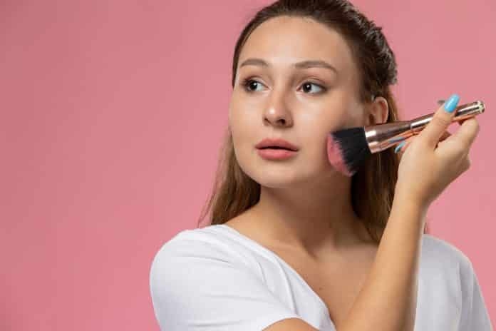 How to Look Gorgeous in simple Makeup